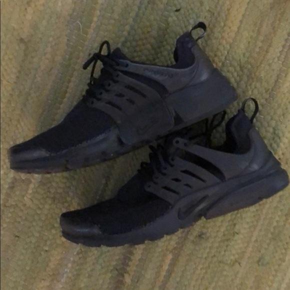 Nike Shoes - Black Nike Prestos